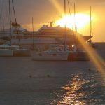 Kreuzfahrtschiff vor Bequia