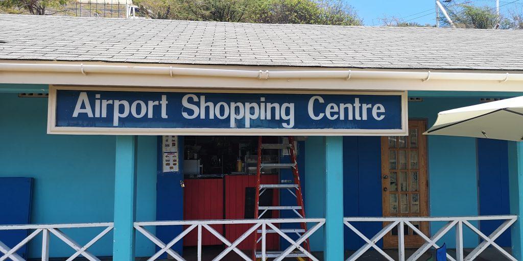 Ein Mini-Flughafen und eine Bar mit großem Namen